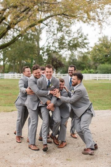 The groom with his guys (Kelley Stinson Photography)