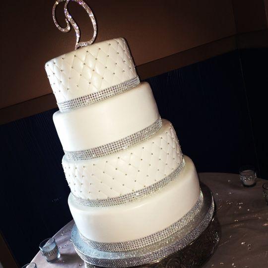 Elegant 4-tier wedding cake