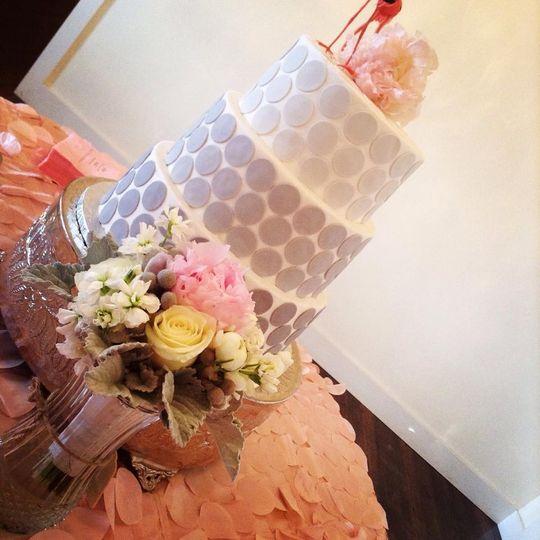 Circle patterned wedding cake