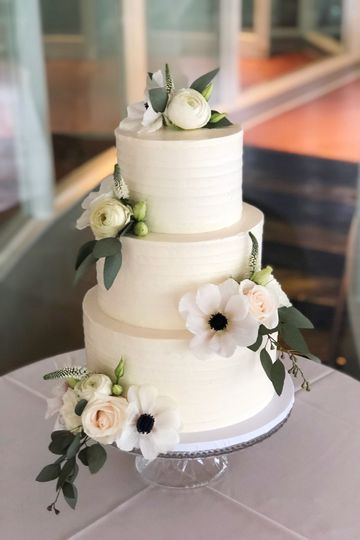 Ribbon textured clean cake