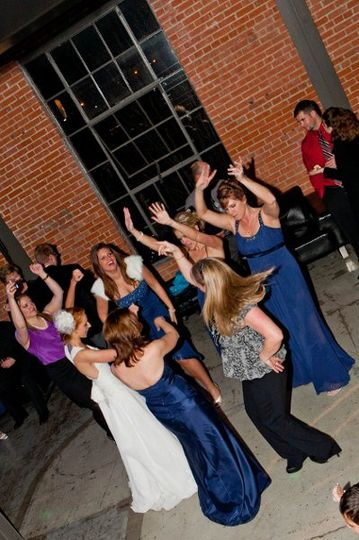 Bridal party getting down, what a fun night!
