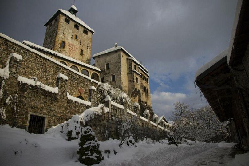 castel ivano neve sole