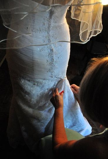 bridesbustlebeingprepped