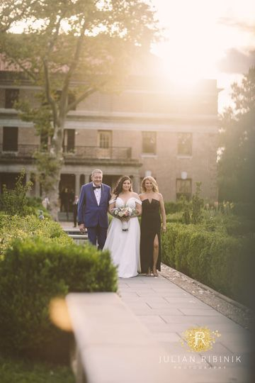 Bride and parents Tuscan Garde