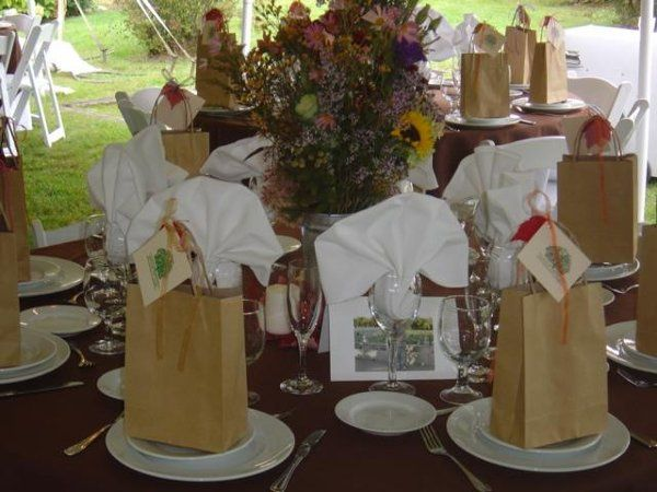 Table settings with wedding favors