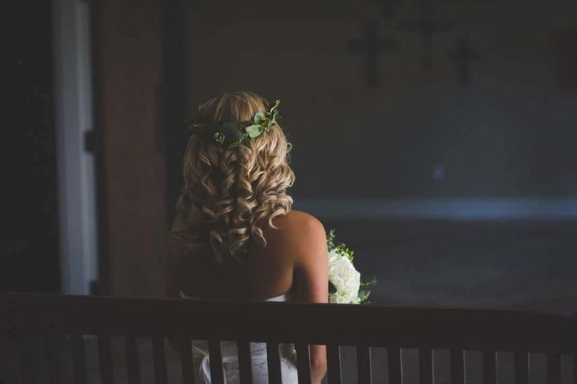 Hairdo and floral crown