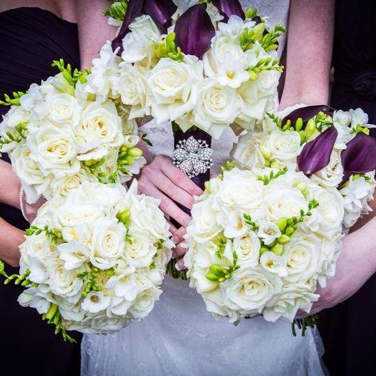 live love flowers flowers bettendorf ia weddingwire. Black Bedroom Furniture Sets. Home Design Ideas