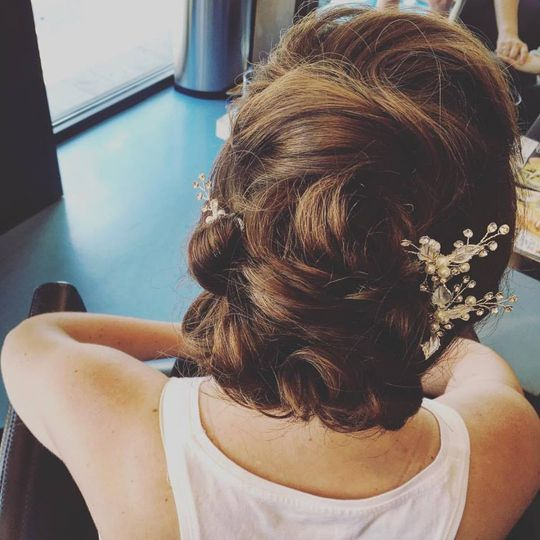 Curly low bun with baby's breath