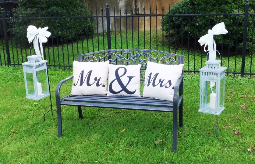 yerger wedding outside bench