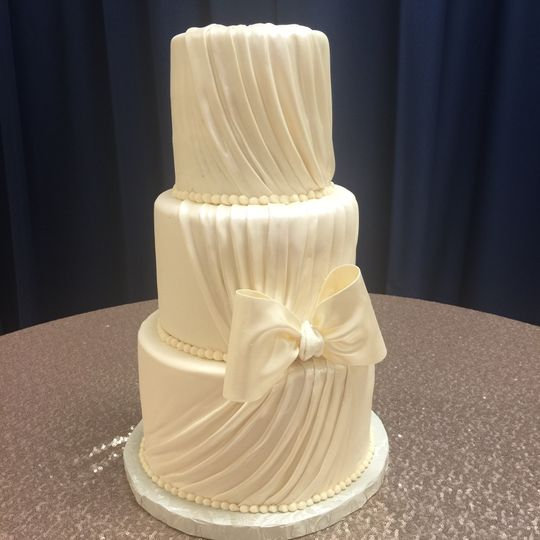 Patty-Cakes - Wedding Cake - Highland, IL - WeddingWire