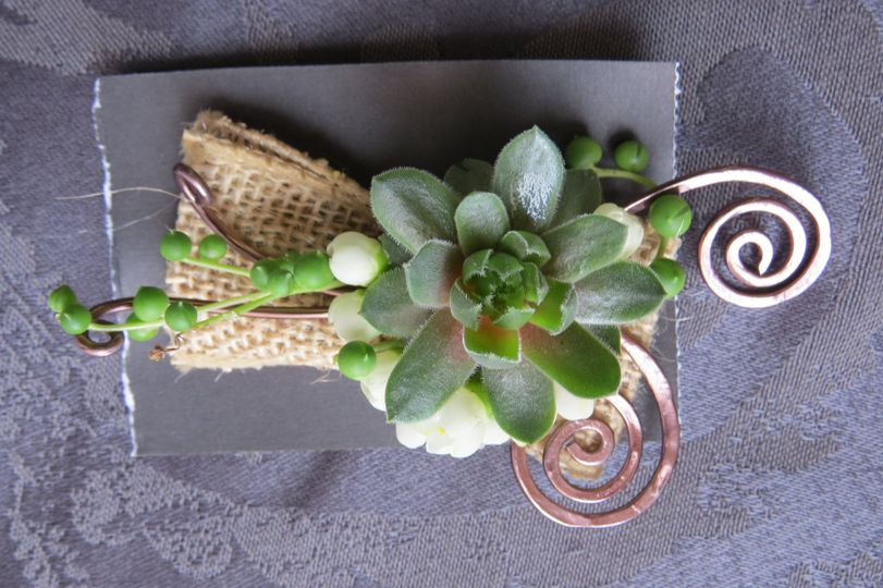 Boutonniere with hammered wire and succulents