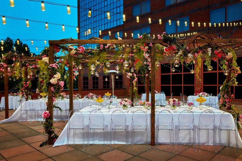 balcony wedding reception 08 v2 2 51 2862 1565813892