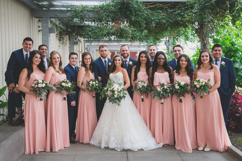 ​Couple with their bridesmaids and groomsmen