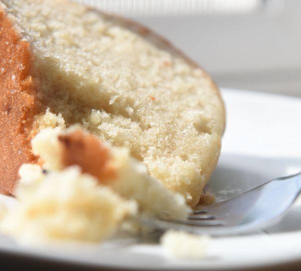 smooth, moist lemon pound cake
