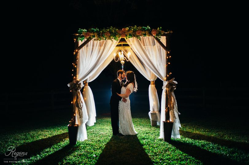 800x800 1415823113551 wishing well barn wedding jessicaryan 1071