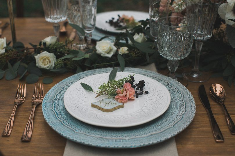 Table setting-SugarCreekVintageRntlFleurs de France Elle Boone Photography