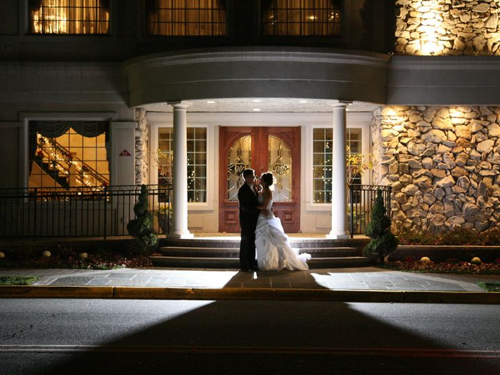 Tmx Bride And Groom On Front Porch 51 420962 Garwood wedding venue