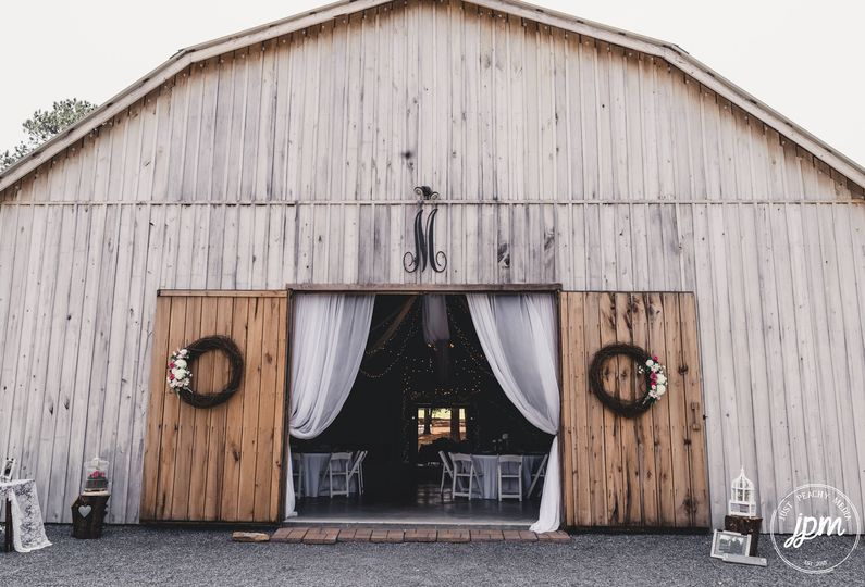 Barn exterior-Photo by Just Peachy Media