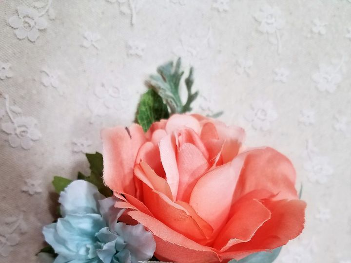 Tmx 1520944060 61ff13dcb318c629 1520944058 1eb8b315167dc38d 1520944045477 2 Brenna Wakeleyc Allison, IA wedding florist