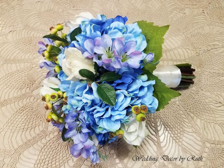 Tmx 1531758524 4839a1b2a5145a47 1531758483 5cd1bc4a19be725b 1531758479690 6 Maureen Giles Allison, IA wedding florist