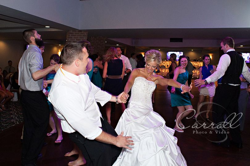 800x800 1418091476838 bride and groom reception