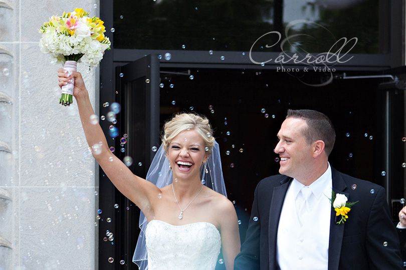 wedding bubbles flowers