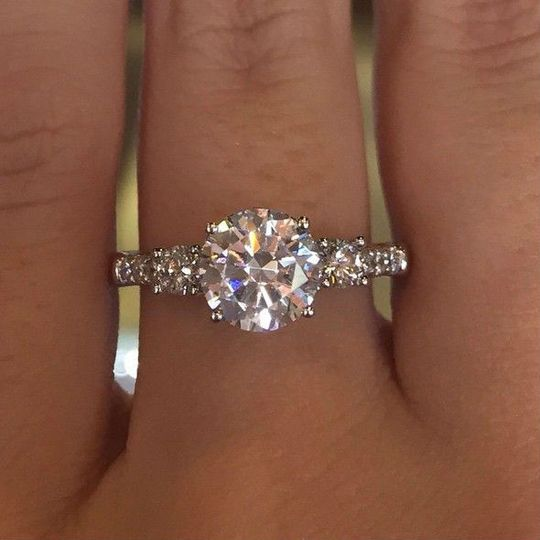 round brilliant engagement rings chicago il