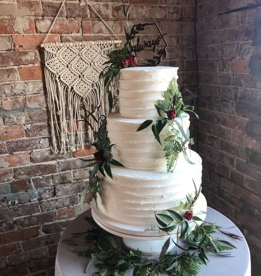 Simple cake with leaf design