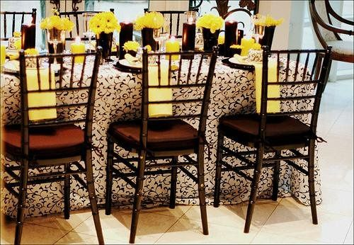 Black and yellow for contemparary elegance.