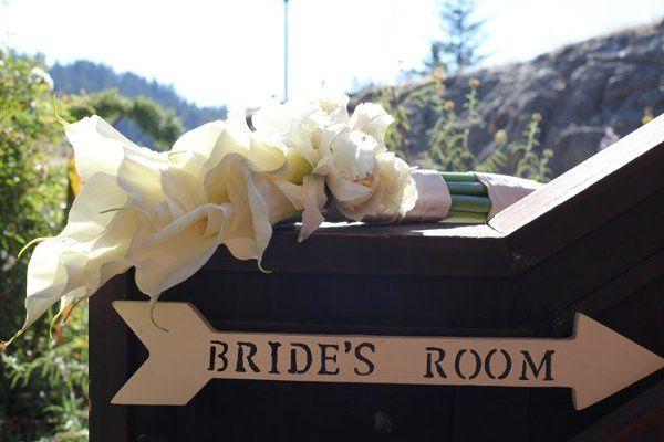 Presentation style bridal bouquet