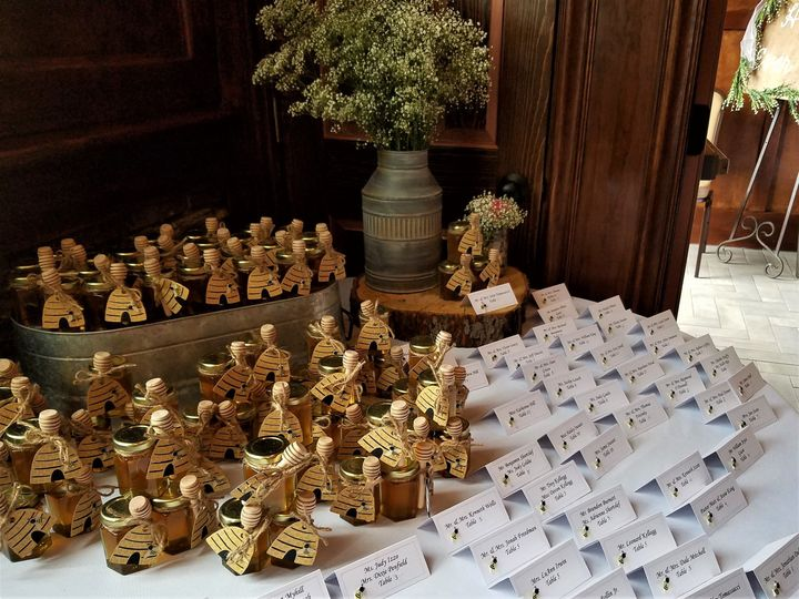 Table cards and wedding favors