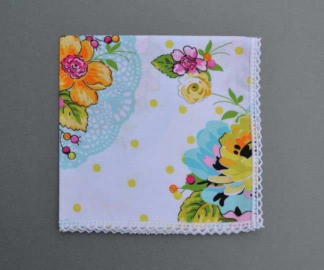 800x800 1429038945985 wedding bouquet handkerchief