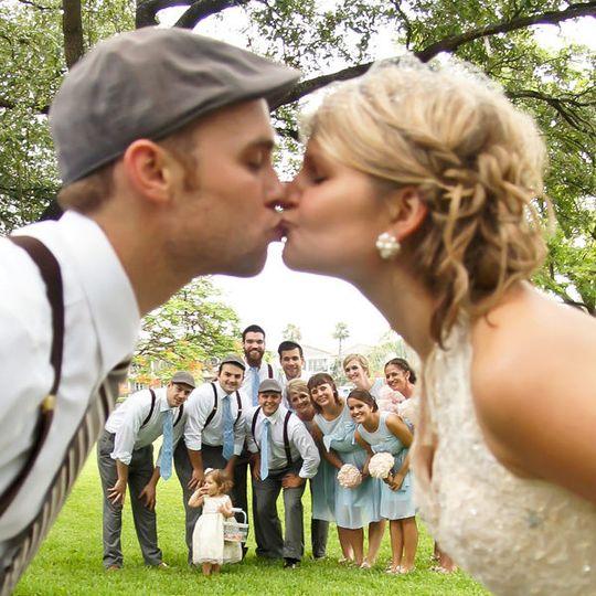 2c64078fbb1c6646 bride groom bridal party 600