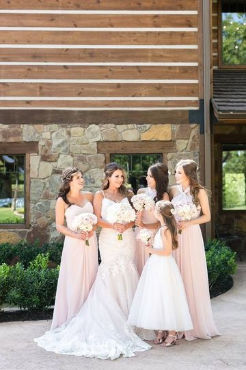 Bridesmaids and flower girl | Photo credit ANM Photography