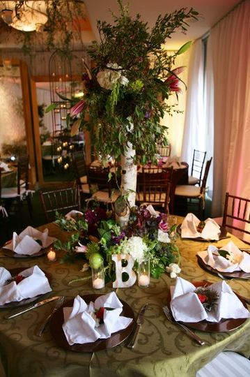 Table center with centerpiece