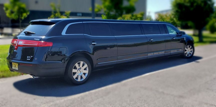 limo outside blur 51 106572 159613000840669