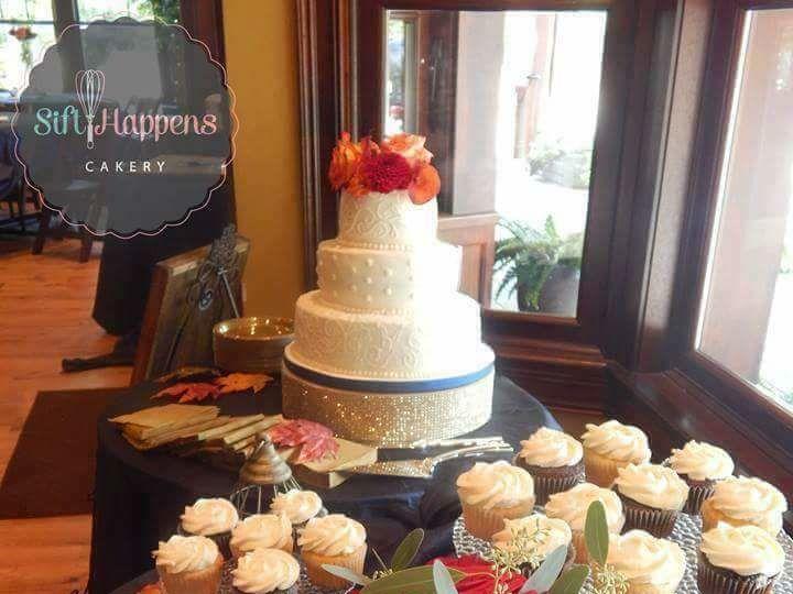 Tmx 1520907999 2452870d71627f18 1520907998 4ffa02295eb637a8 1520907997900 5 FB IMG 15103421894 Jeffersonville, IN wedding cake