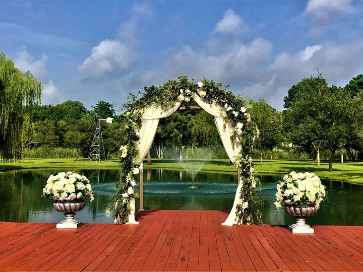 Tmx Ceremony Site White Flowers July2020 Photo Shoot Edited 51 127672 159424133554386 Kemah, TX wedding venue