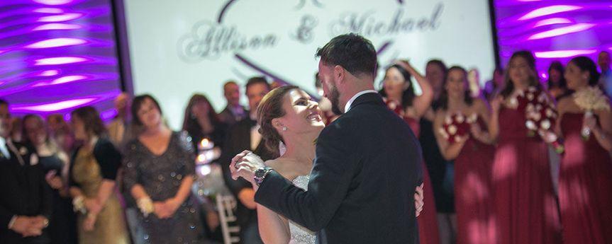 5c4b42f1135180f5 weddings01