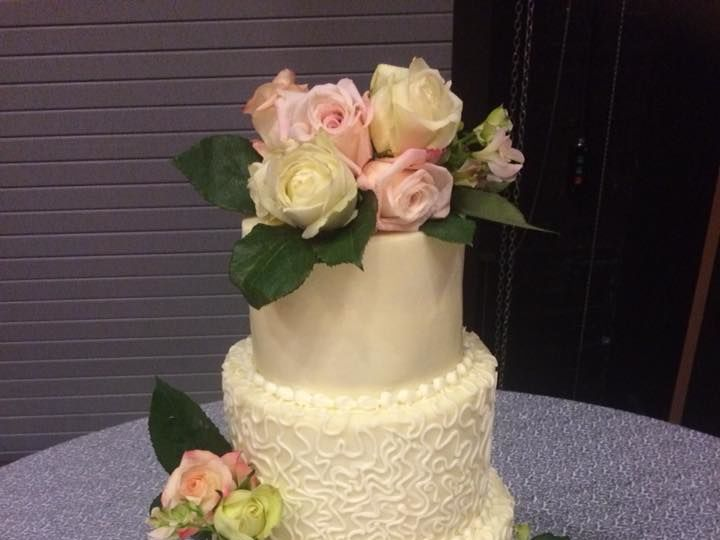 Tmx 1524759753 3a69fd2812944bc4 1524759752 6316db32aaf6b425 1524759749291 4 30714501 167349511 Columbus wedding cake