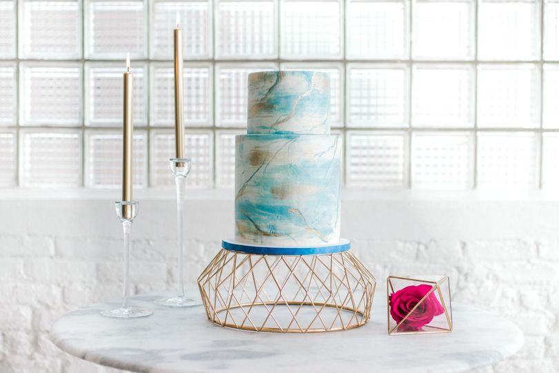 Blue and whie 2-tier wedding cake