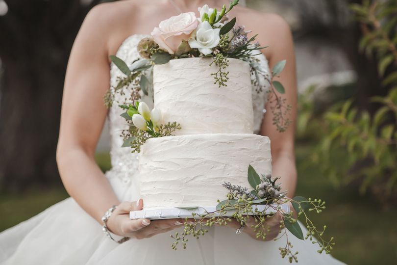 Bride with the cake