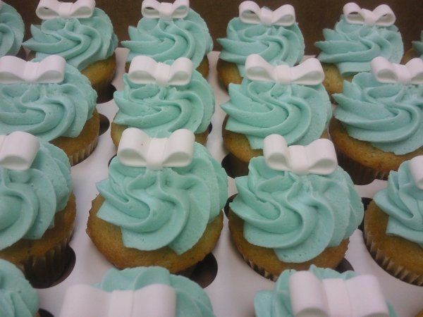 Tiffany blue cupcakes with bow