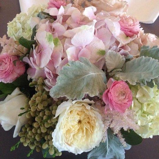 a48b1633d36dda79 1538618189 da35f4ee8b042147 1538618188961 5 bridal bouquet