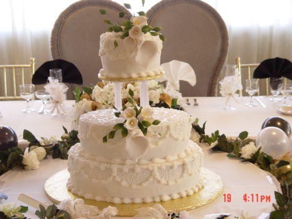 White detailed cake