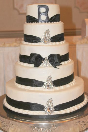 Every bride's dream is to have the most beautiful wedding cake. Make my cake is here for you