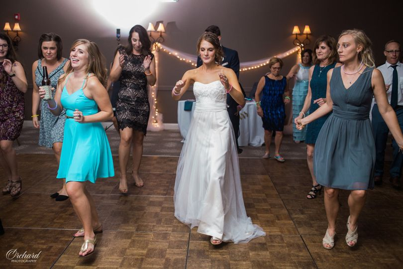 The bride together with her guests dancing