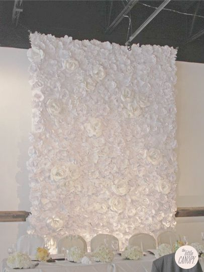 artsyhandmadepaperflowerweddingbackdrop