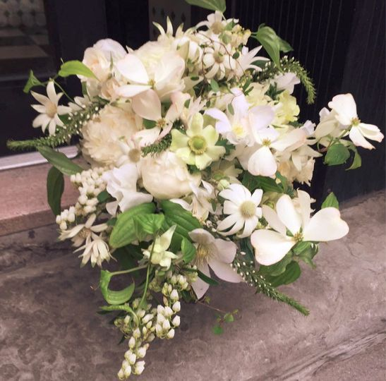 shu 39 s flower flowers new york ny weddingwire. Black Bedroom Furniture Sets. Home Design Ideas
