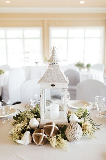 Centerpiece All White.